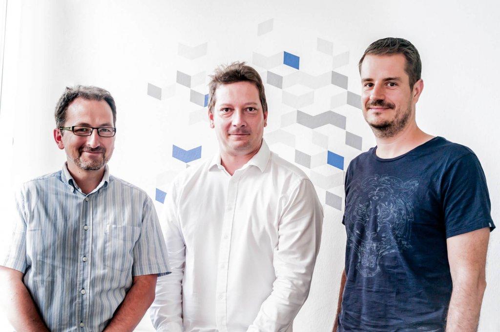 DataCollect-Geschäftsführer Radek Domansky, Michal Severa, 40-Prozent-Gesellschafter von DataCollect und Klaus Oberecker, Gründer und Geschäftsführer von Talk Online Panel und nunmehriger 60-Prozent-Gesellschafter von Data Collect.