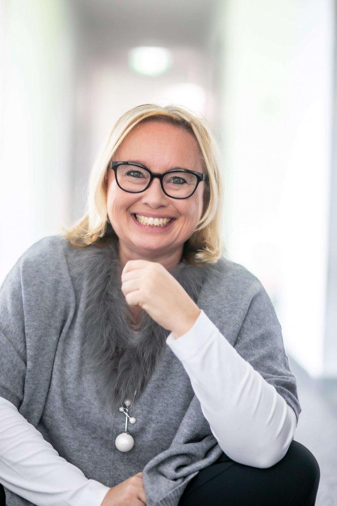 """Andrea Starzer, Founder von JOBshui und geschäftsführende Gesellschafterin der Agentur PromoMasters, hält am Conference Day der JETZT Recruiting einen Vortrag mit dem Titel """"Jetzt als Arbeitgeber im Internet glänzen""""."""