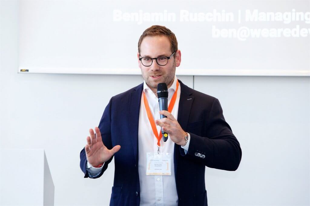 Ben Ruschin, Geschäftsführer und Co-Founder der Recruiting-Plattform WeAreDevelopers, hielt am Conference Day der JETZT Recruiting die Opening Keynote zum Thema Digital Recruiting.