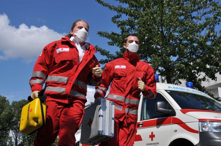 MSD Österreich unterstützt das Rote Kreuz im Kampf gegen das Corona-Virus mit einer Spende von 20.000 Stück Mund-Nasen-Schutzmasken.